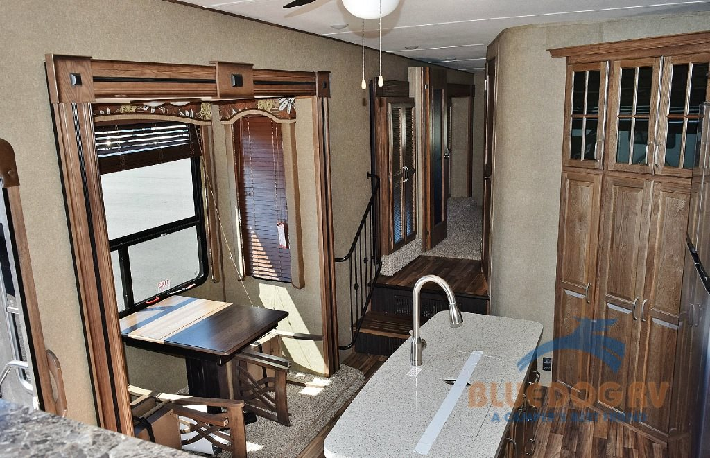 Keystone Avalanche 380FL Fifth Wheel Dining