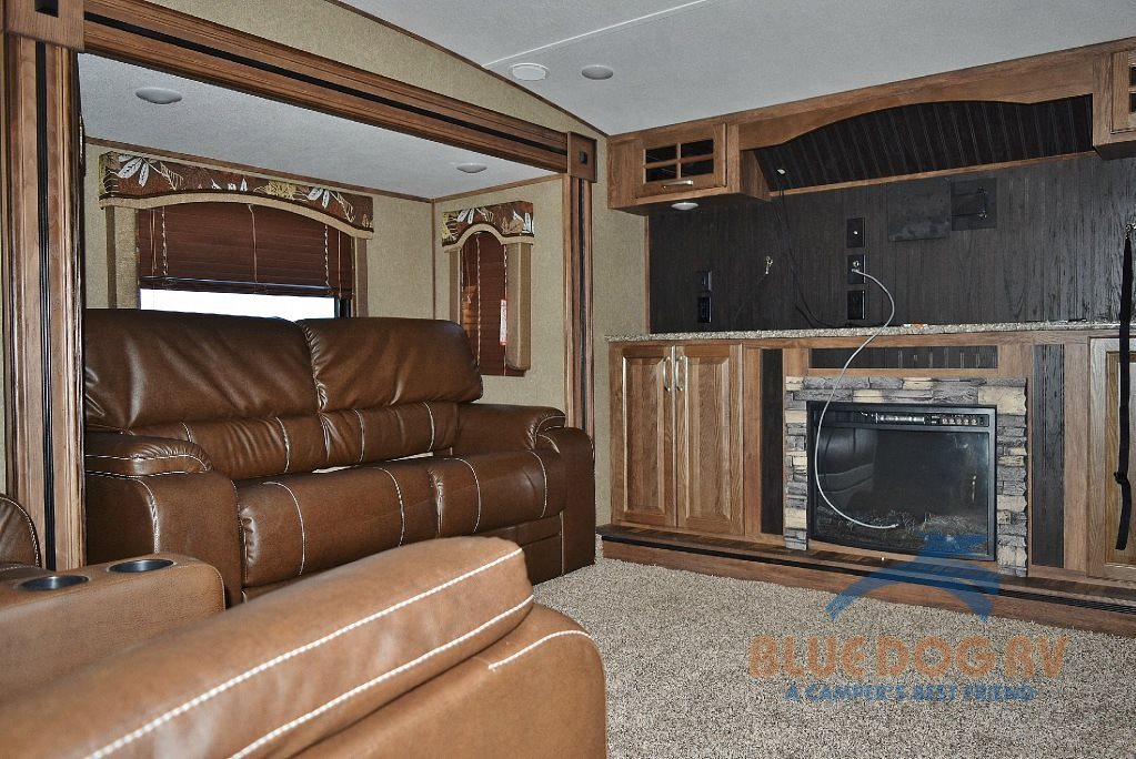 Keystone Avalanche 380FL Fifth Wheel Seating