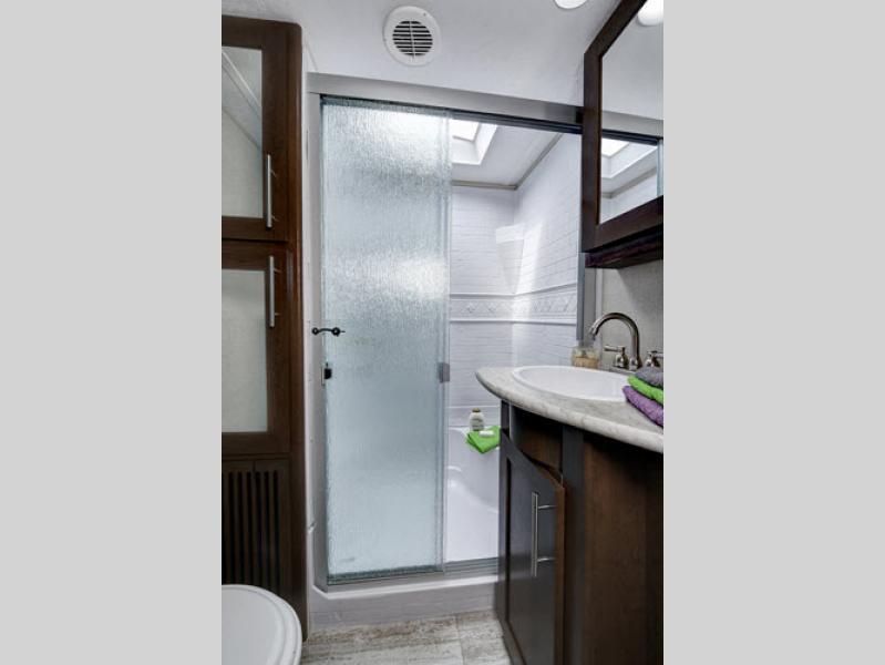 impression 5th wheel bathroom